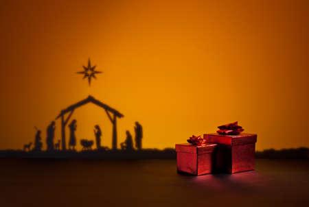 Naissance de Jésus silhouette de la crèche à Bethléem avec l'heure actuelle