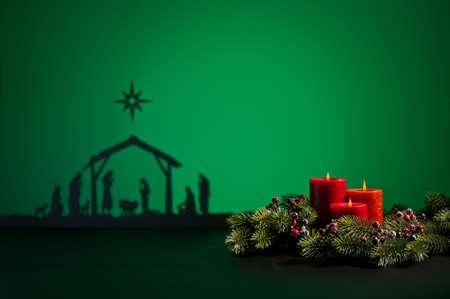 velas de navidad: Nacimiento de Jes�s silueta de la cuna de Bel�n y velas