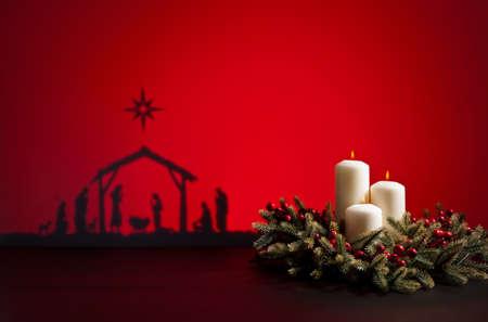 Geboorte Jezus silhouet van de kribbe in Bethlehem en kaarsen