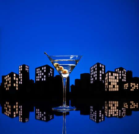 verm�: Un martini vodka, tambi�n conocido como un vodkatini canguro o c�ctel, es un c�ctel hecho con vodka y el vermut, una variaci�n de un martini. Foto de archivo