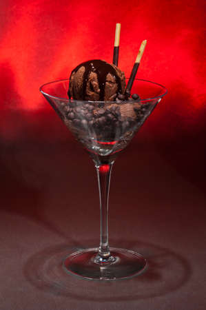 eis: Chocolate ice cream in a Martini glass with with decoration