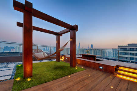 Roof terrace with hammock on a sunny day in Shanghai Standard-Bild