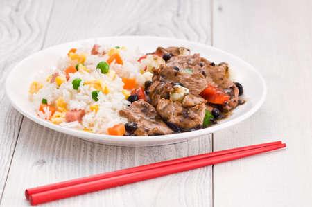 pepe nero: Manzo di verdure riso fritto con salsa di fagioli neri