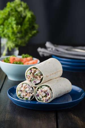 wraps: burritos de atún con cebolla pepino rojo y mayonesa en el fondo rústico
