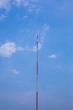 transceiver: Transmitter antenna wireless communications systems. Antenna with high signal farther.
