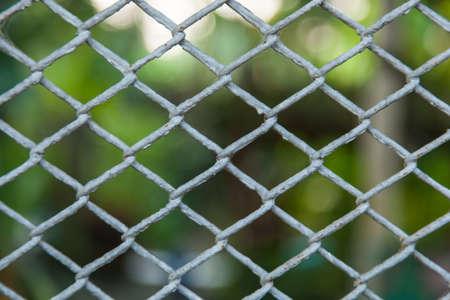 najechać: Kraty barier wejścia na obszar ograniczony. Uwięziony nie atakują przestrzeń osobistą.