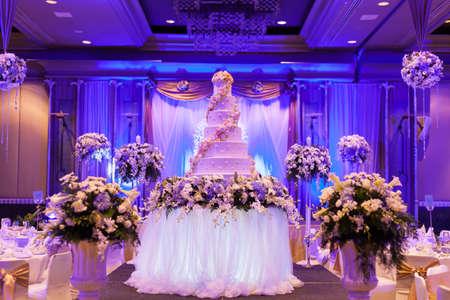 웨딩 연회 꽃병 아름다운 가구로 장식되어 있습니다 스톡 콘텐츠