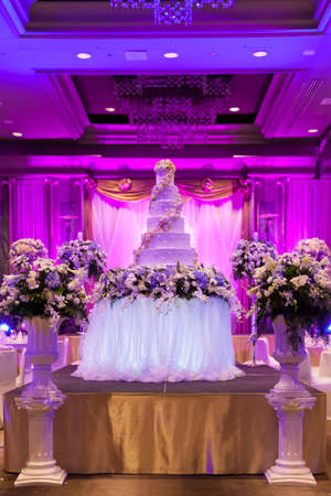 Wedding Banquet  The vases are decorated with beautiful furniture Фото со стока - 21955377