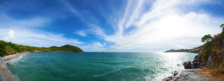 panorama beach: Panorama mare spiaggia e vista sky.Panoramic del punto di vista. L'atmosfera della natura vibrante.