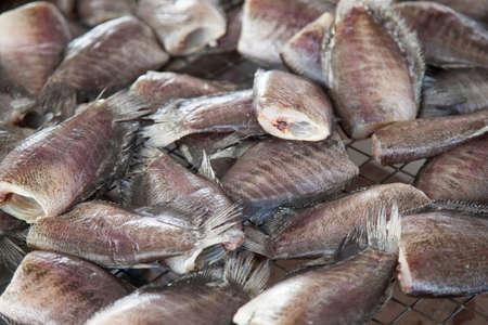 conservacion alimentos: El pescado seco, pescado seco como un m�todo de m�todo de conservaci�n de alimentos. Foto de archivo