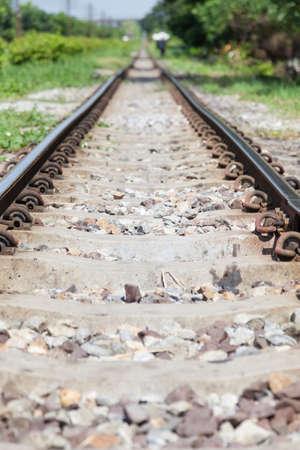 rejas de hierro: Las v�as del ferrocarril. Con barras de hierro y cemento. Una base de roca de las pistas.