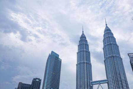 쿠알라 룸푸르, 말레이시아 -1 월 15 일 : 페트로나스 타워 랜드 마크 말레이시아에서.