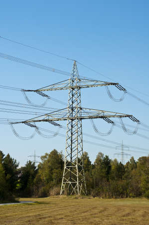 co2 neutral: Strommast in der Natur, electrical tower, power pole