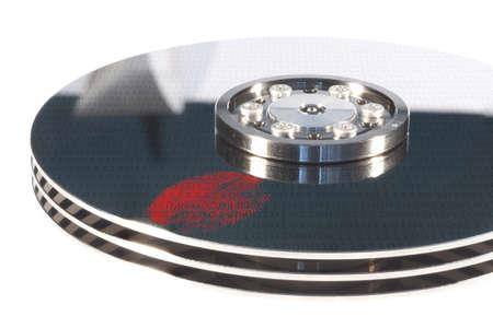 rode vingerafdruk op een Openen zilveren harde schijf