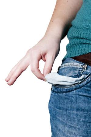 bolsa dinero: niña o mujer joven muestra con la mano derecha que no tiene nada como símbolo de pobreza o no tienen dinero