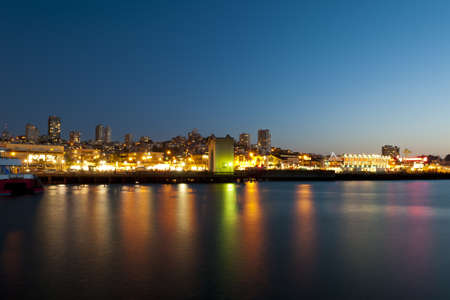 san fran: skyline of promenade by night with reflecting lights in the ocean Stock Photo