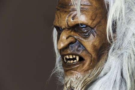 Satanische houten masker van de metgezel Sinterklaas in Oostenrijk Stockfoto