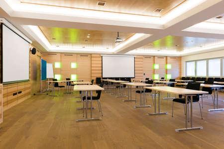 Moderna clase lección enseñanza o la sala de conferencias de madera Foto de archivo - 27146999