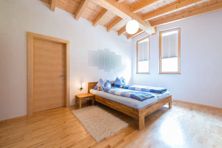 modern new bedroom in warm wooden timber house Foto de archivo
