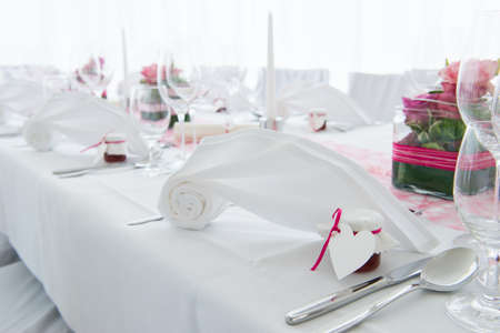 nuptial: white nuptial decorated wedding table with napkin and flowers Stock Photo