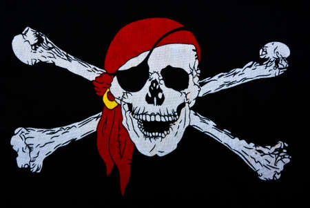 Jolly Roger sobre el sector textil negro de fondo photo