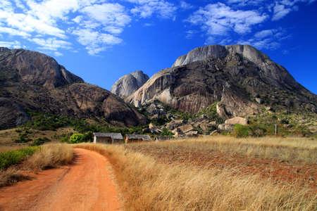Pad naar Anja reserve in centrale Madagaskar Stockfoto