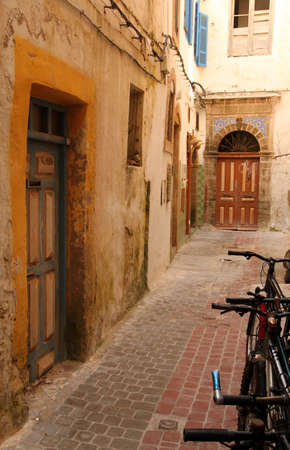decorated bike: Climatiche bianchi edifici della citt� vecchio porto di Essaouira, in Marocco,