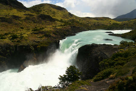 pain�: Bella e potente Salto Grande cascata in Torres del Paine National Park in Cile