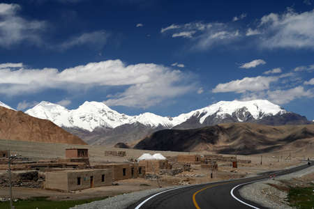incredible: Karakorum Highway pasando por paisajes de monta�a incre�ble, Xinjang provincia, China