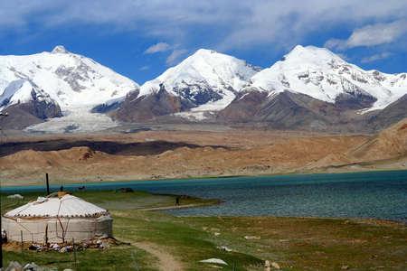 Kirgiz yurt op de Kara Kul meer in Karakorum, China Stockfoto