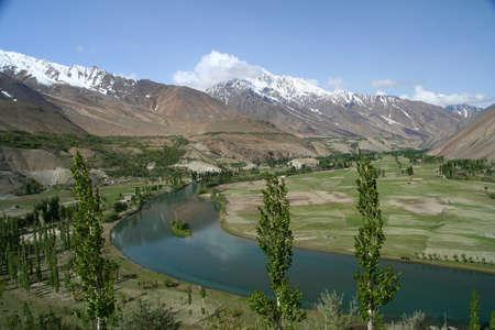 Schöne Berg-Tal im Karakorum in Pakistan zwischen Gilgit und Chitral Standard-Bild - 15847975