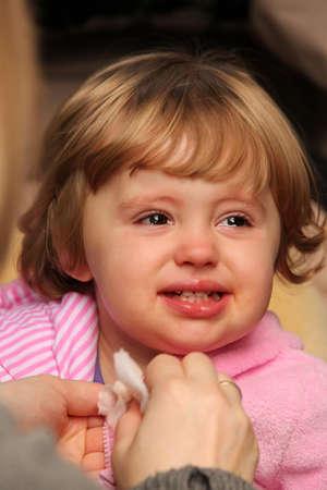 cabizbajo: Peque�o beb� lindo que ser infeliz ya punto de echarse a llorar
