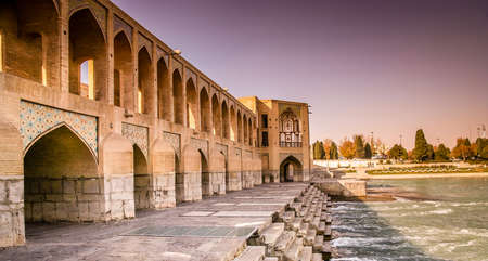 Mooie oude brug in Esfahan in Iran Stockfoto