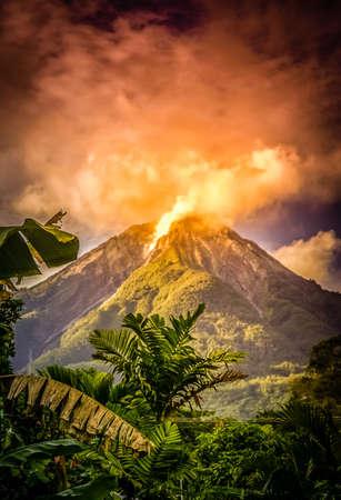 Actieve vulkaan op het Indonesische eiland Flores, Indonesië Stockfoto