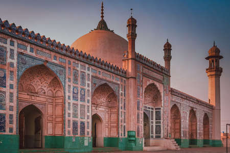mughal: The Badshahi Mosque (Emperor Mosque ) built in 1673 by the Mughal Emperor Aurangzeb in Lahore, Pakistan