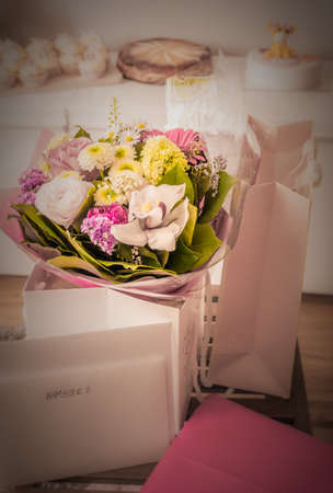 mother to be: Flowers and gift for a mother to be at a babyshower event