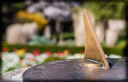 reloj de sol: Old sundial in the Streatham Common Park in London