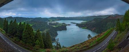 azul: Sete Cidades twin crater lakes,  Lagoa Verde and Lagoa Azul, as seen from Vista do Rei lookout - viewpoint, Sao Miguel Island, Azores, Portugal