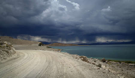 Remote road from Xinjang province in China to Rutog in Western Tibet Stock Photo