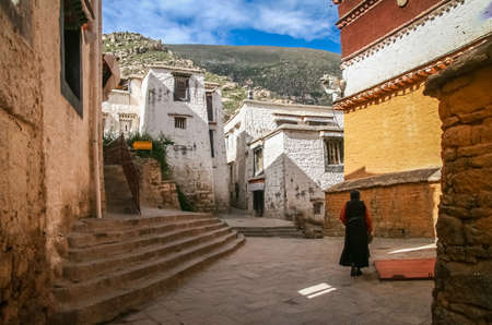 dalai: Old woman walking in the courtyard of the Jokhang monastery near Lhasa in central Tibet. Stock Photo