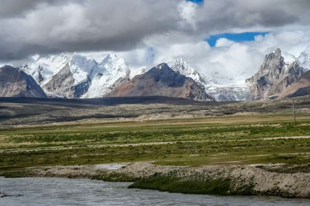 Stunning mountains in the Himalaya seen fron the Tibetan side, Central Tibet Stock Photo