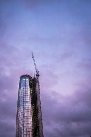 prestigious: London, England - July 26, 2017 :  Cranes at work building The Boomerang skyscraper,  London Editorial