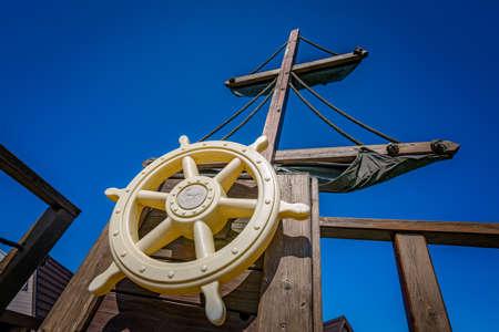 ruder: Wooden steering wheel on an old ship Lizenzfreie Bilder