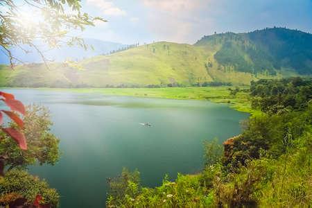 Ufer des herrlichen Tobasees auf der Sumatra-Insel, Indonesien Standard-Bild - 94469450