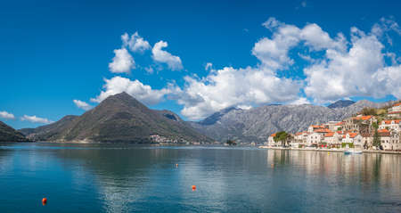 Houses on the coast in the beautiful Perast town in the Kotor Bay, Montenegro Stockfoto