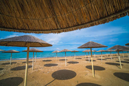 Sunshades on the Tsilivi Beach in summer on Zante Island, Greece Standard-Bild