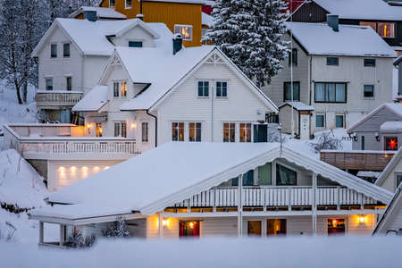 Residential hillside houses in Tromso suburb covered in a deep snow in winter, northern Norway Stockfoto