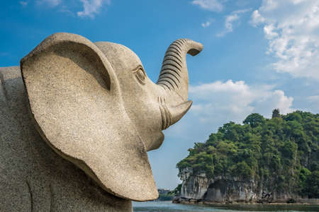 Large marble elephant statue next to the landmark Elephant Trunk Hill Arch and the Li River Lijiang River in Guilin, Guangxi Province, China Archivio Fotografico