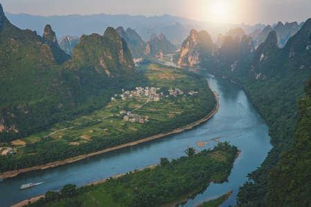 Xianggong Hill viewpoint panorama of beautiful green, lush and dense karst mountain landscape in Yangshuo, Guangxi Province, China 免版税图像