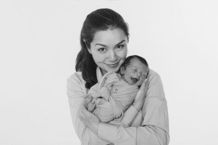 the concept of a healthy lifestyle, the protection of children, shopping - baby in the arms of the mother. Stok Fotoğraf - 135922213